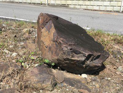 ぶつけた岩
